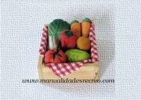 Barquilla de madera con frutas