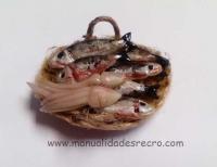 Cesta de pescado - Cesta con pescado en miniatura