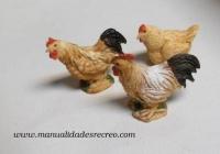 Gallos de corral - Juego de gallos con gallina