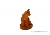 Gato sentado - Gatito sentado en miniatura
