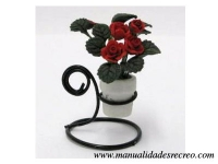 Macetero con rosal rojo - Macetero de metal con rosas