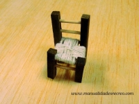 Silla rustica en miniatura -