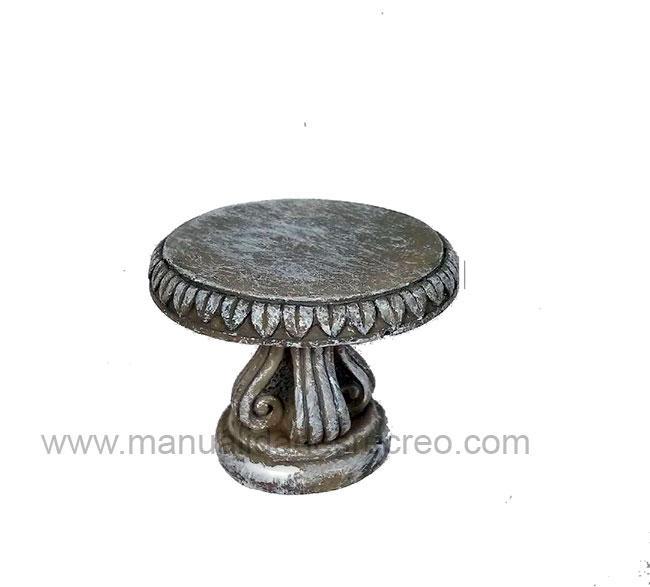 Mesa de piedra en miniatura
